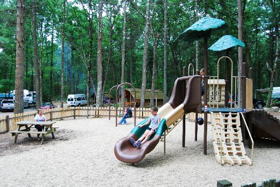 Boston Minuteman Campground: Let the kids enjoy the spacious playground