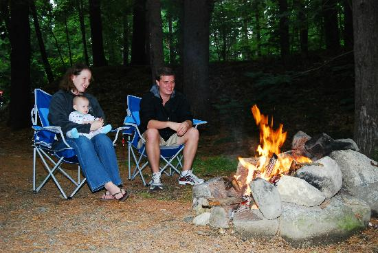 Boston Minuteman Campground: Relax by a quietly crackling fire