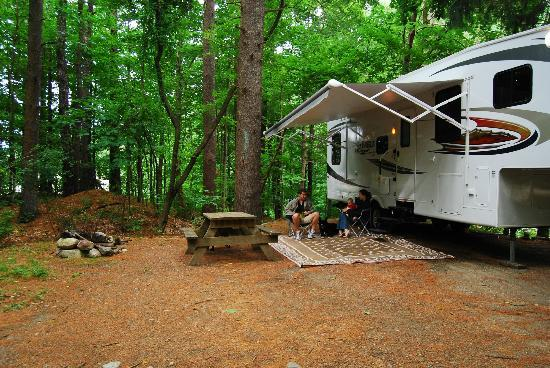 Boston Minuteman Campground: Enjoy some quality family time in private, wooded sites
