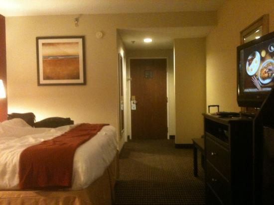 Holiday Inn Express Charleston: upgraded room, big tv