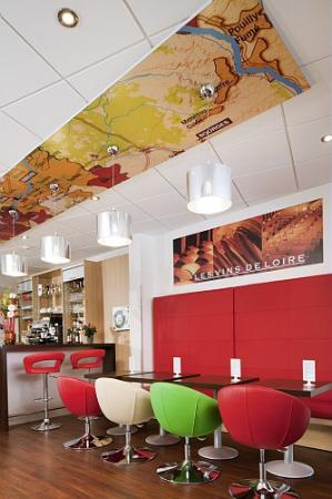 Ibis Styles Chinon: Bar