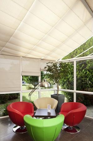 Ibis Styles Chinon: lobby