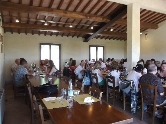 Fattoria Poggio Alloro: Our tour group having the best lunch, ever!
