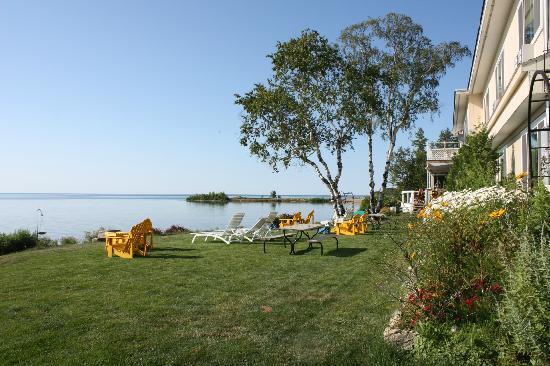 Beachfront Inn: Grab a lounger and enjoy the view!