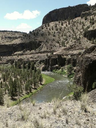 Crooked River Scenic Drive : A canyon view.