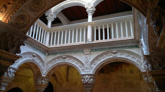 Colegiata de Osuna: Arquería del claustro