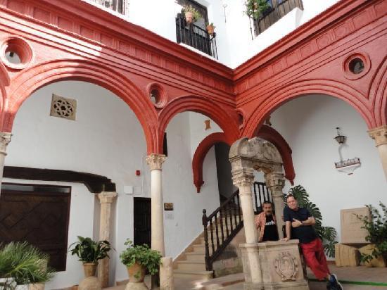 Palacio de Mondragón: Patio interior
