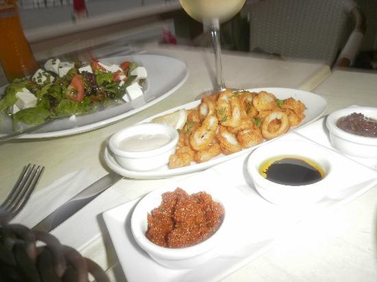 Yam 7 : salad & calamari