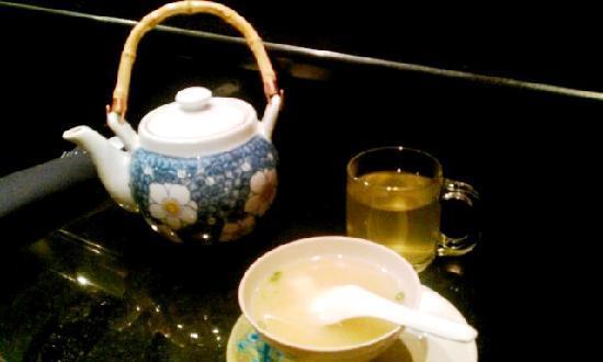 Takosushi: Miso soup and green tea