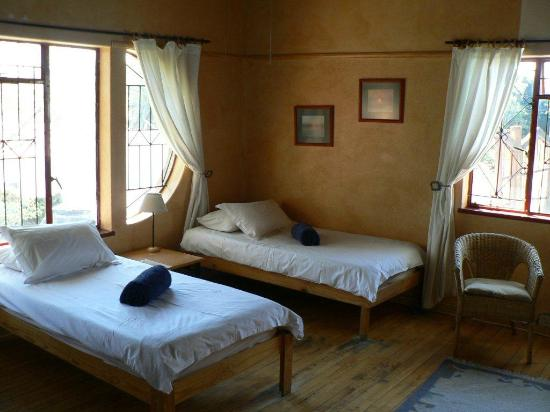 Rivendell Guest House: Shared facility triple room