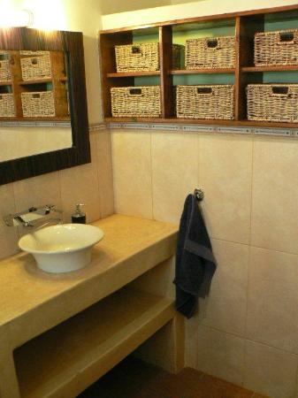 Rivendell Guest House: Newly renovated central bathroom