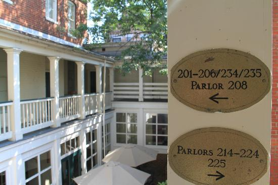 Linden Row Inn: Corridoio esterno