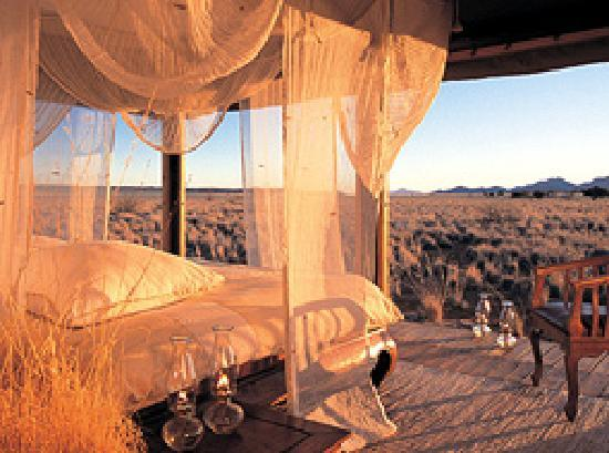Wolwedans Dunes Lodge: Private Camp bed & view