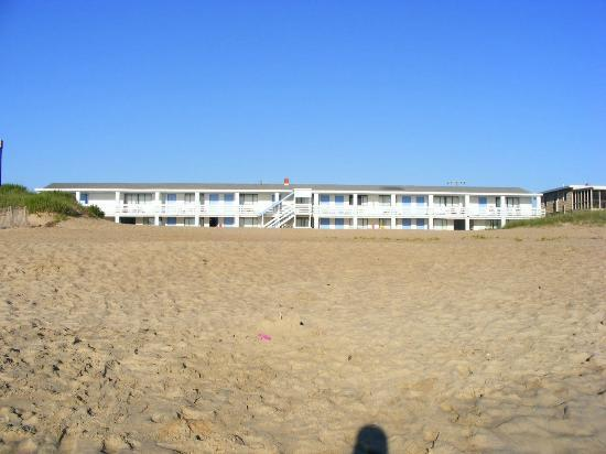 Outer Banks Motor Lodge: beach side of the hotel