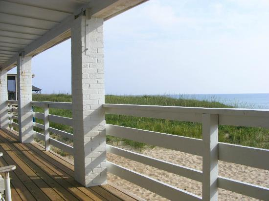 Outer Banks Motor Lodge : a porch view