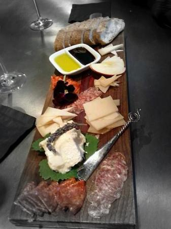 15 degrees c : Meat & cheese plate