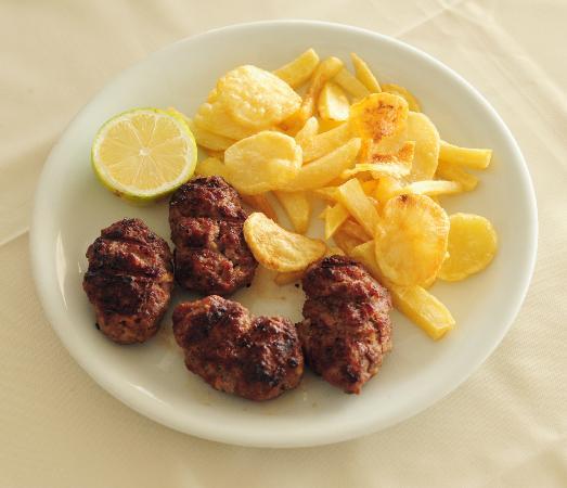 George and Zachos: Τhe famous 'bifteki'