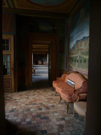 Chateau de Gizeux: A corridor