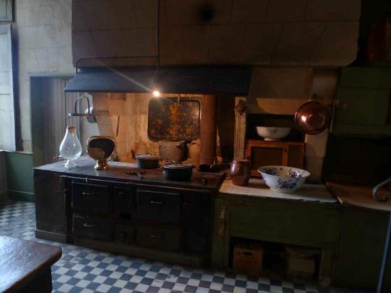 Chateau de Gizeux: The old kitchen