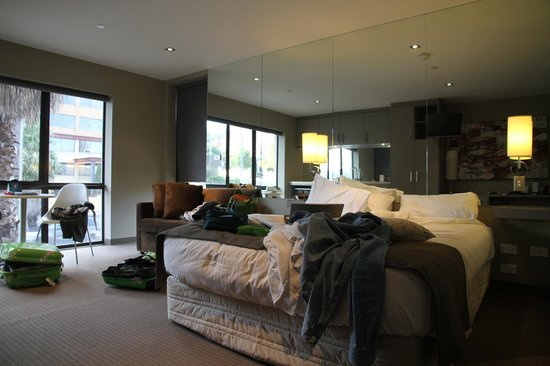 Quality Suites Beaumont Kew:                   Comfortable but messy bed