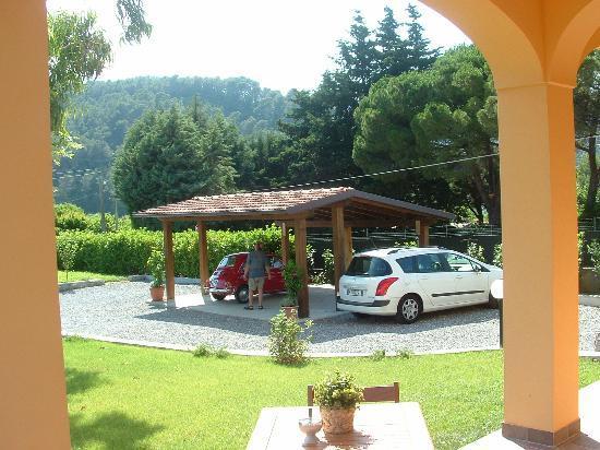 Giardino fronte casa foto di villa cristina andora for Casa giardino