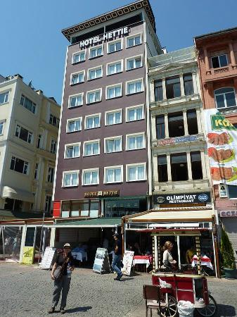 Hettie Hotel: Hotel Hettie fro the Karakoy waterfront.