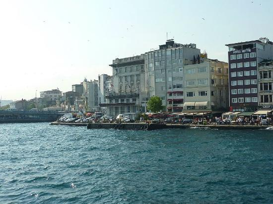 Hettie Hotel: View of Hitel Hettie and (on left) the Galata Bridge.