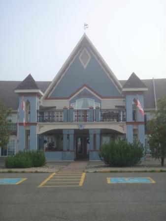 Days Inn Edmundston: Front Entrance