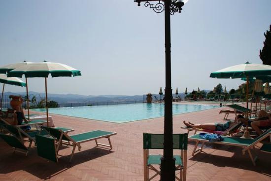 Park Hotel le Fonti: terrasse avec piscine