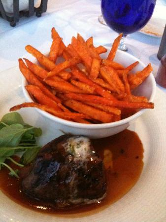 Wendall's Steak & Seafood Restaurant: loved the sweet potato fries