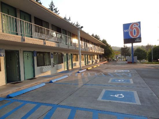 Motel 6 Eugene South - Springfield : They left the light on for me.