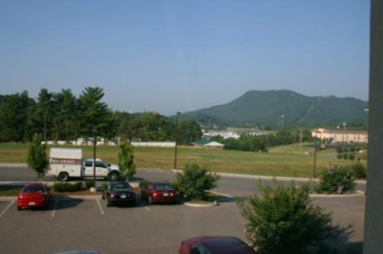 Holiday Inn Express Troutville-Roanoke North: View looking south, around 7:30am