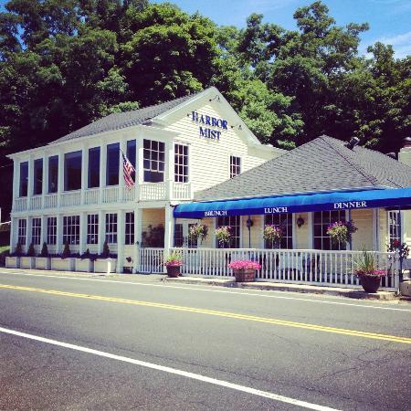 Harbor Mist Restaurant: From across the street