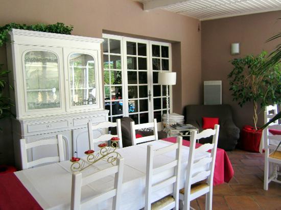 Villa Nais: Dining room