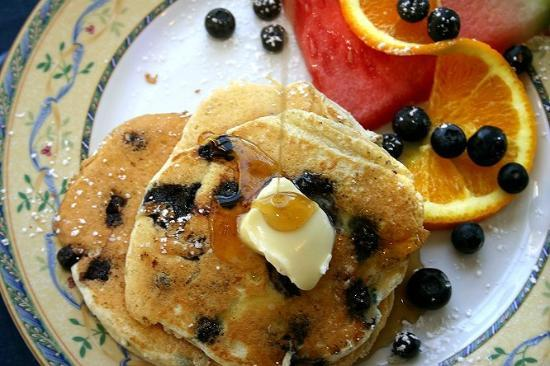 Blue Harbor House Inn: Blueberry Pancakes