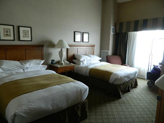 DoubleTree by Hilton Hotel Bay City - Riverfront: 2 full size beds,, small an hard