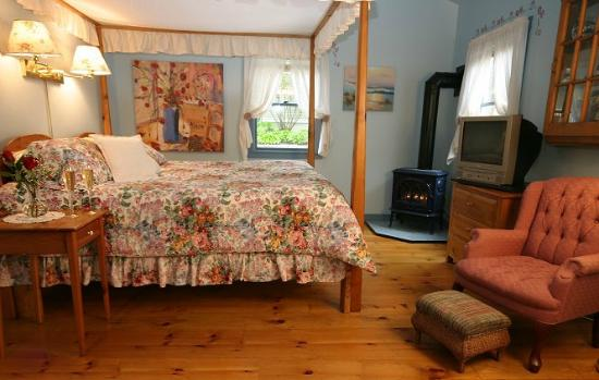 Blue Harbor House Inn: Compass Rose suite