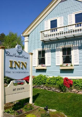 Blue Harbor House: Inn