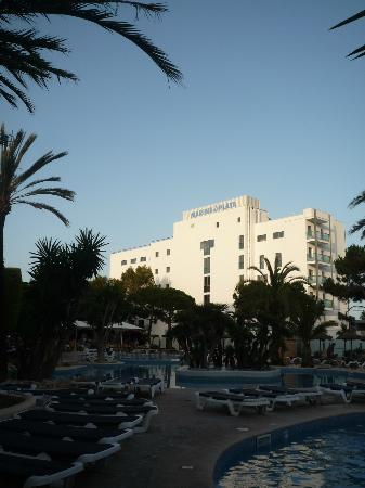 Hotel Marins Playa: Marins Playa Suites (back of)