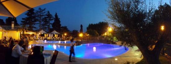 Area personalizzata per eventi foto di il postiglione for Cena in piscina