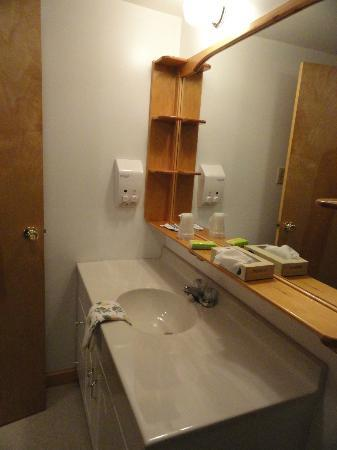 Sgt. Preston's Lodge: Bathroom