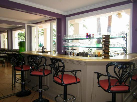 Le Domaine du Mirage : The bar