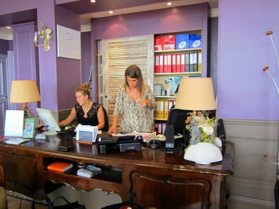 Le Domaine du Mirage : Friendly front desk staff