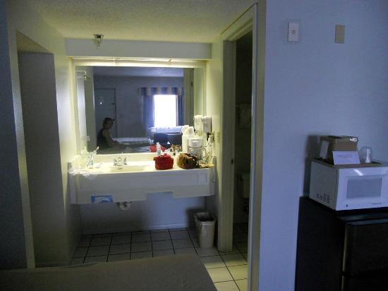 Rodeway Inn: Detalles de nuestra habitación que da a la calle 41, en el segundo piso del hotel.