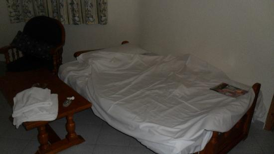 Ecuador Park Apartments: My messy bed - comfy though!
