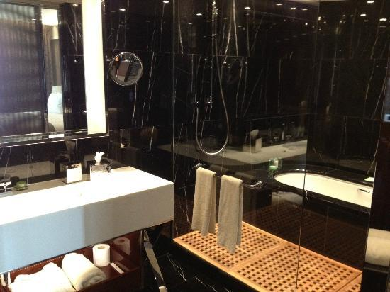 Bulgari Hotel, London: Superb shower!