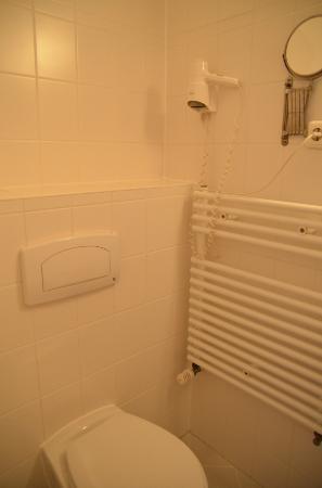 Atrium Charlottenburg Hotel: Bathroom