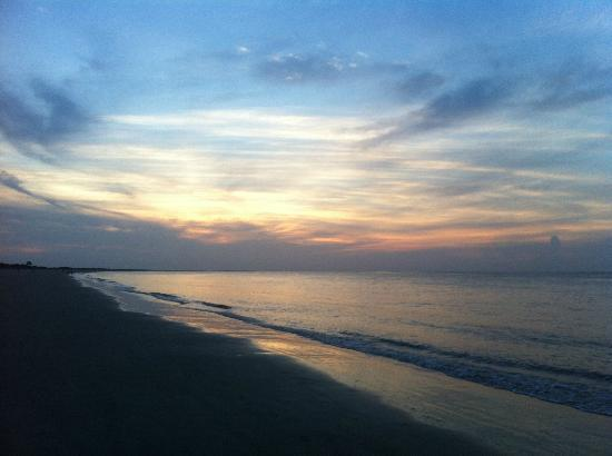 The King and Prince Beach and Golf Resort: Sunrise from the beach