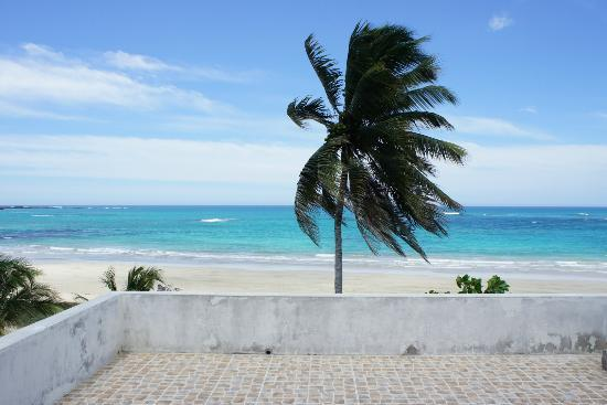 Вид из отеля (не Cormorant Beach House)