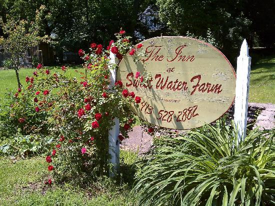 The Inn at Sweet Water Farm: Even their sign is welcoming!